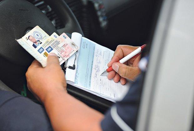 saobracajci-saobracajna-policija-pojas-sigurnosni-pojas-vezivanje-pojasa
